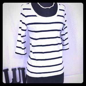 🐳Vineyard Vines Navy & White Striped Top